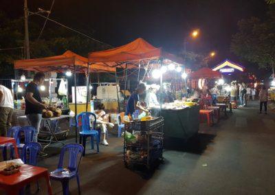 Night Market vedle Dračího mostu