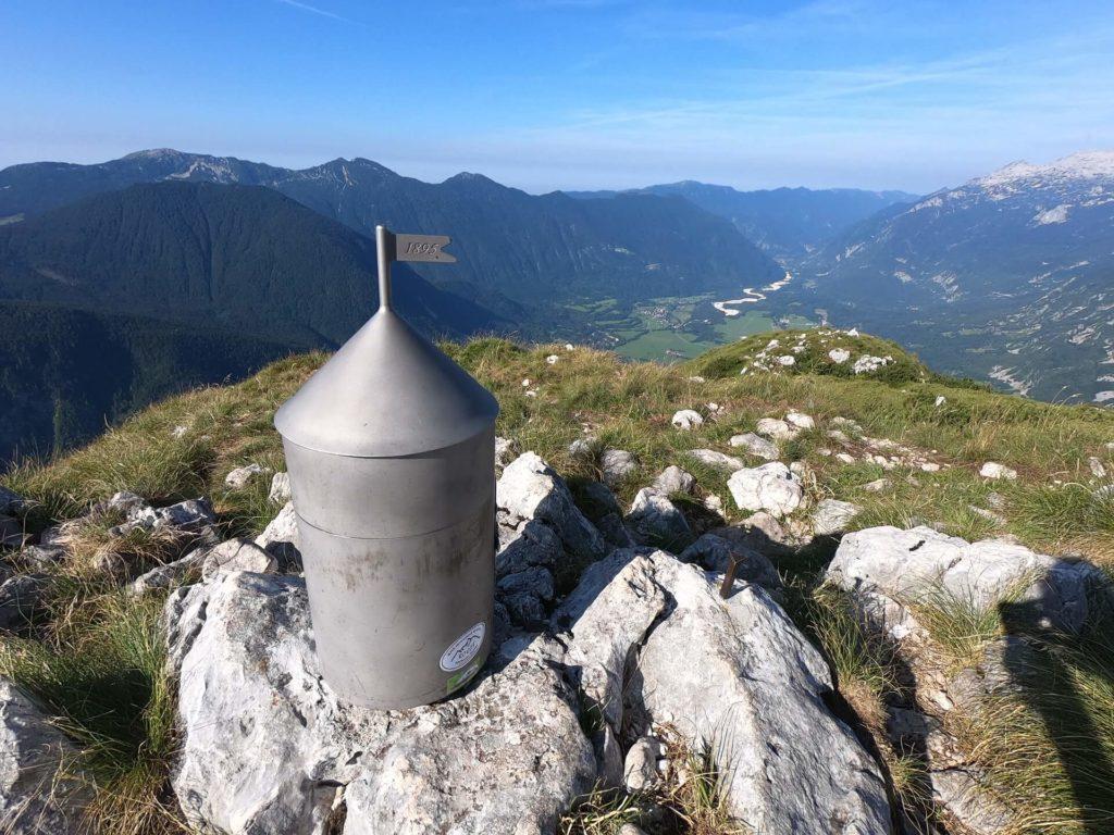 Výhled na údolí Bovce z vrcholu Svinjak