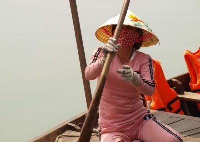 Vietnamka s typickým konika kloboukem