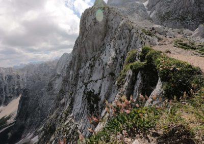 Pohled zvrchu na ferratu Via Italiana al Mangart