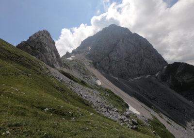 Via Slovenia vede puklinou v západní stěně hory